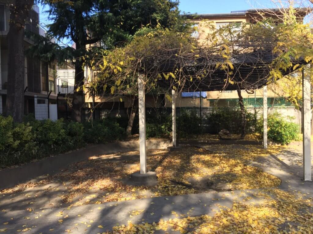 高円寺南公園の砂場