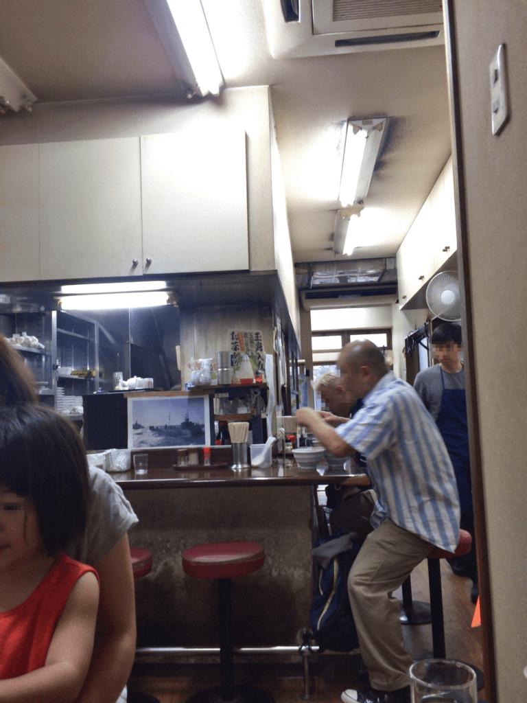 天王の店内カウンター