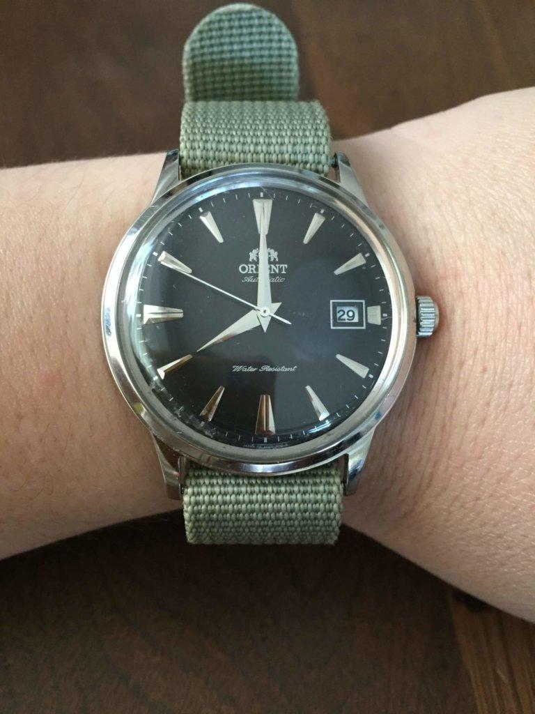 オリエント時計のバンビーノの着用画像